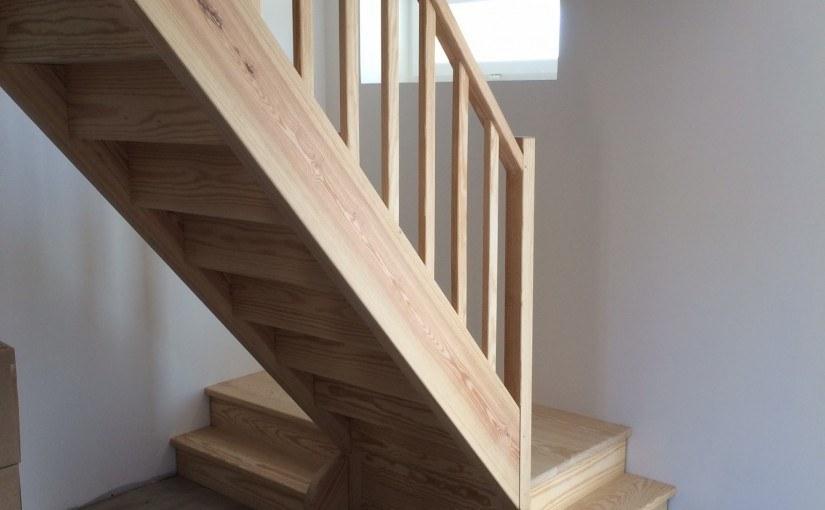 Escalier droit à Saint-Martial-d'Albarede (24160)