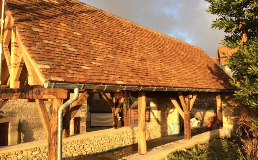 abris garage charpente sur poteaux vieux bois